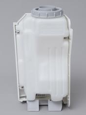 水タンクは本体の小型化にともなって、やや変則的な形状